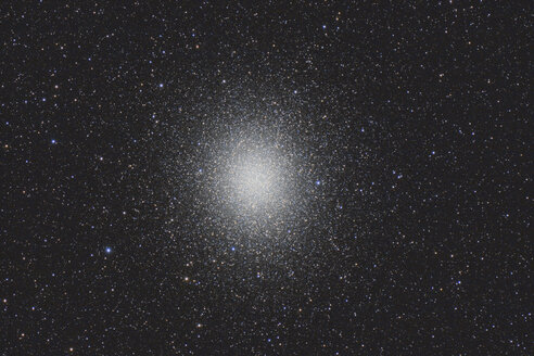 Namibia, Region Khomas, near Uhlenhorst, Astrophoto of the globular cluster Omega Centauri (NGC 5139), the brightest and largest globular cluster in the sky, with a telescope - THGF00016