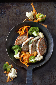 Fillet of turkey and vegetables in pan - CSF28269
