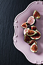 Sliced figs on pink plate - CSF28304