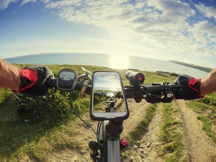France, Bretagne, Sainte-Anne la Palud, Plage de Treguer, cell phone on mountain e-bike - LAF01910