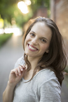 Portrait of smiling young woman outdoors - PNEF00057