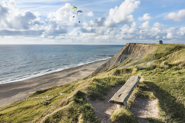 Denmark, Bovbjerg, paragliders at the coast - HWOF00214