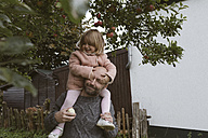 Father carrying his little daughter on shoulders - KMKF00008