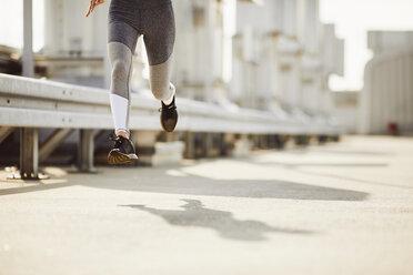 Legs of a woman running - BSZF00047