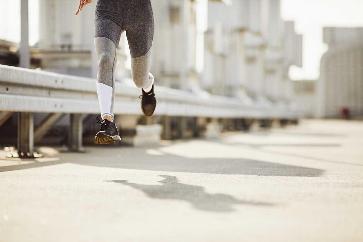 Legs of a woman running - BSZF00047 - Bartek Szewczyk/Westend61