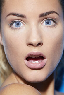 Portrait of surprised beautiful young woman - PNEF00067