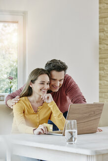 Happy couple at home shopping online - RORF01026