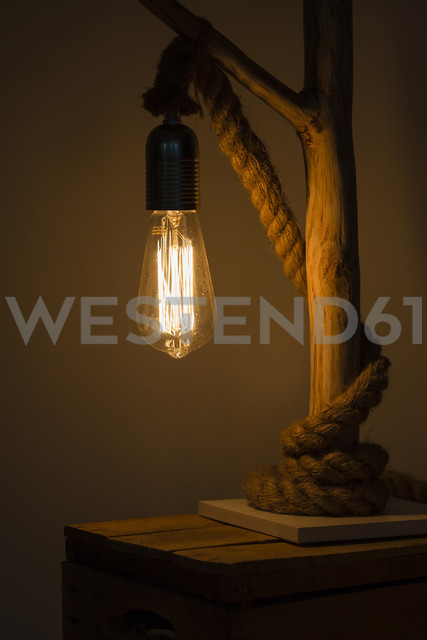 Self-made table lamp - NGF00426 - Nadine Ginzel/Westend61