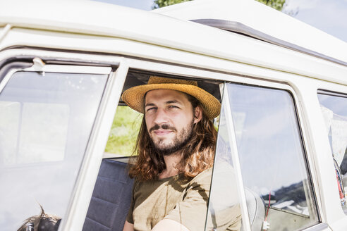 Portrait of young man in a van - FMKF04540
