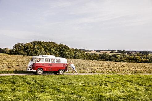 Happy friends inside van in rural landscape - FMKF04555