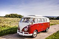 Happy couple inside van in rural landscape - FMKF04558