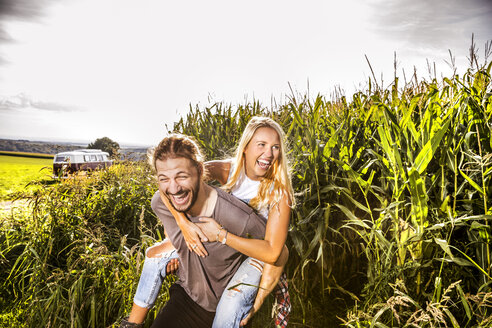 Carefree couple in cornfield - FMKF04570