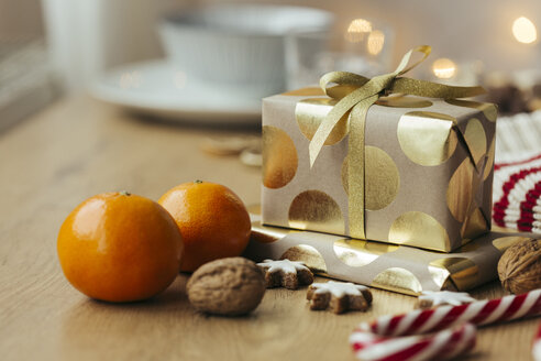 Christmas presents, tangerines, walnuts, candy canes and cinnamon stars - JHAF00002