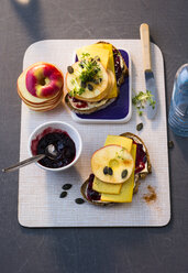 Sandwich with jam, cheese and apple slices - PPXF00086