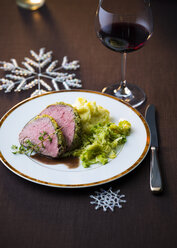 Beef fillet with savoy cabbage and mashed potatoes and glass of red wine - PPXF00098