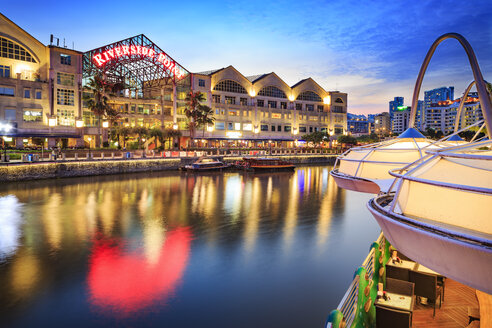 Singapore, Clarke Quay, Riverside Point by night - VTF00592