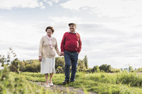 Senior couple on a walk in rural landscape - UUF12037