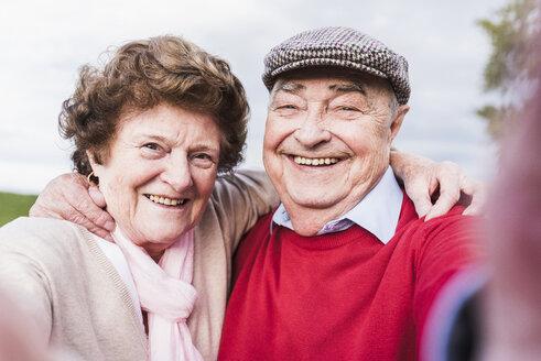 Selfie of happy senior couple outdoors - UUF12046