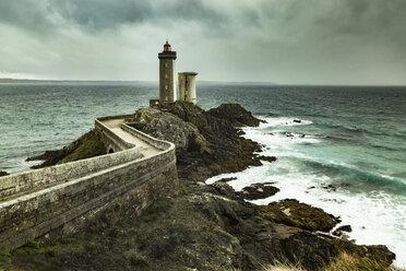 France, Bretagne, view to Phare du Petit Minou - FCF01286