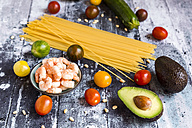 Ingredients for spaghetti with zoodles, guacamole and shrimps - SARF03379