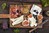 Cheese platter with fruits and fig mustard - SBDF03339