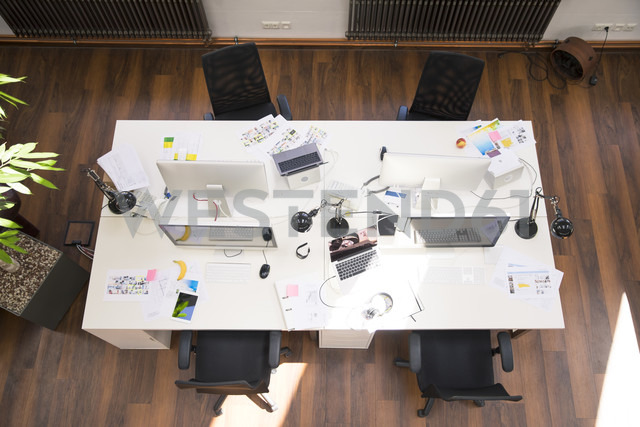 Desks with PCs in bright and modern open space office - FKF02624