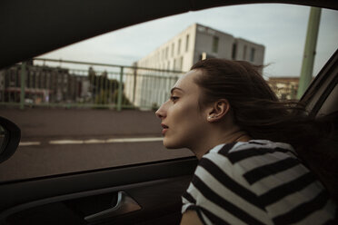Young woman leaning out of car window - FEXF00312