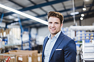 Portrait of a young manager in the shop floor - DIGF02985
