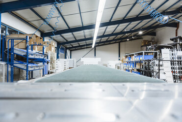 Conveyor belt in a shop floor of a company - DIGF03029