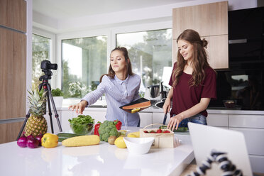 Bloggers cooking in modern kitchen - ABIF00027