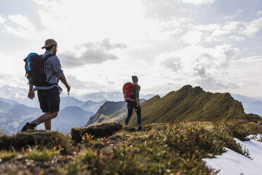 Germany, Bavaria, Oberstdorf, two hikers walking on mountain ridge - UUF12181