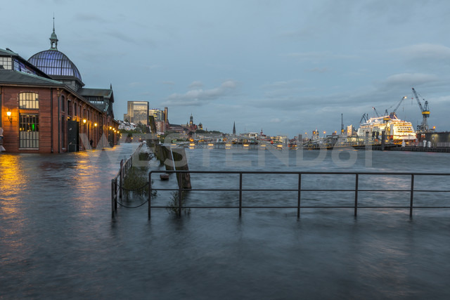 Germany, Hamburg, Altona, High water at fish market hall - KEBF00656