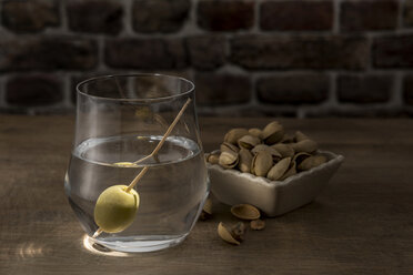 Dry Martini with green olive - CSTF01420