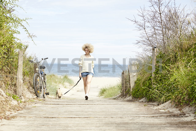 Young woman going walkies with her dog - TSFF00143