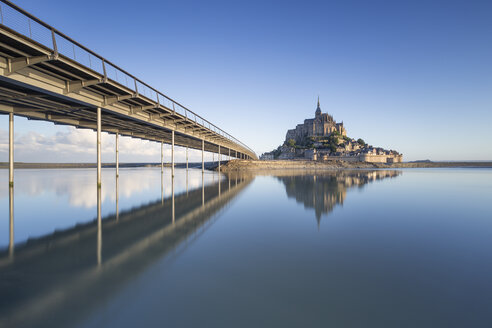 France, Normandy, view to lighted Mont Saint-Michel, blue hour - RPSF00007
