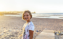 Portrait of smiling blond girl on the beach - MGOF03687