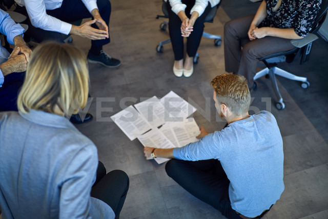 Business team having a workshop in office - ZEDF00949