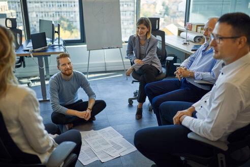 Business team having a workshop in office - ZEDF00952