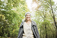 Portrait of happy woman in the forest in autumn - MOEF00294