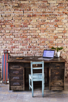 Vintage workspace at brick wall in office - HAPF02340