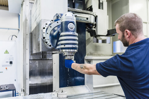 Man working on machine in industrial factory - DIGF03129