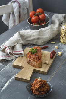 Spread vegan, with dried tomato and cashew nuts, rye bread - ODF01562