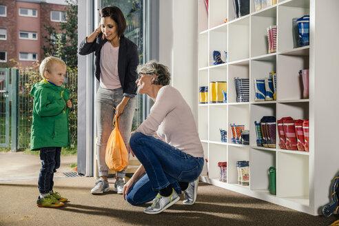 Boy with mother and pre-school teacher in kindergarten - MFF04120