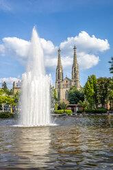 Germany, Bavaria, Bamberg, Augustaplatz and parish church, fountain in the foreground - PUF00877