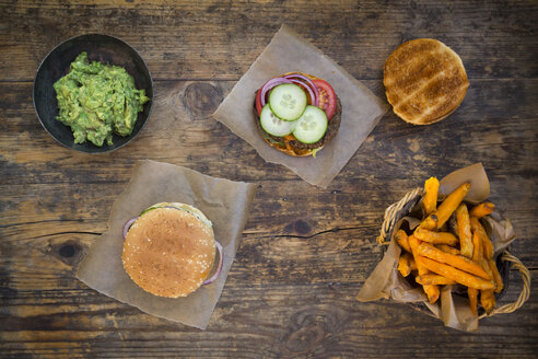 Homemade burger with sweet potato fries and avocado dip - LVF06394