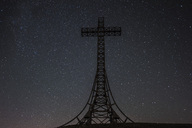 Italy, Marche, silhouette of summit cross on Monte Catria at night - LOMF00665