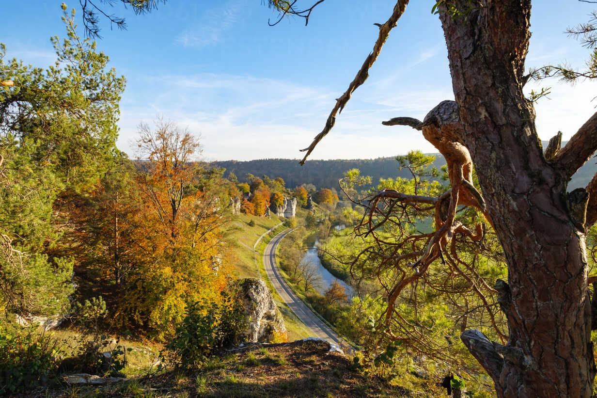 Germany, Bavaria, Franconia, Central Franconia, Altmuehl Valley, near Solnhofen, Rock formation Twelve Apostles, Altmuehl river in autumn - SIEF07572 - Martin Siepmann/Westend61