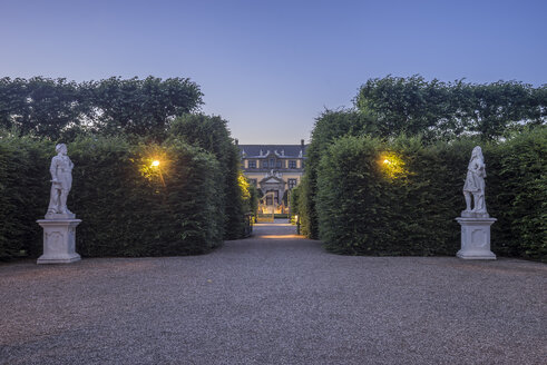 Germany, Lower Saxony, Hanover, Herrenhaeuser Gaerten, Orangenparterre in the evening - PVCF01156
