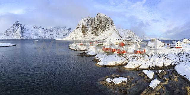 Norway, Lofoten, Hamnoy Island, fisherman's cabins - VTF00595 - Val Thoermer/Westend61