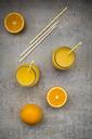 Oranges, glasses of freshly squeezed orange juice - LVF06402